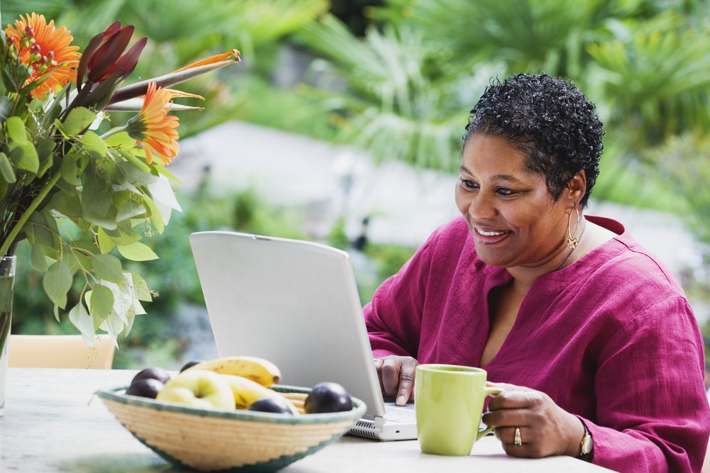 woman of colour using laptop