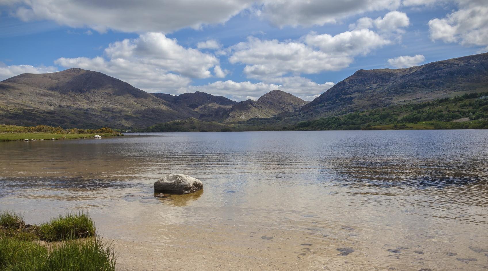 Peaceful-Irish-Lakeside-Setting