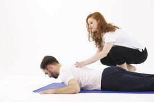 Pilates-class-with-young-adults