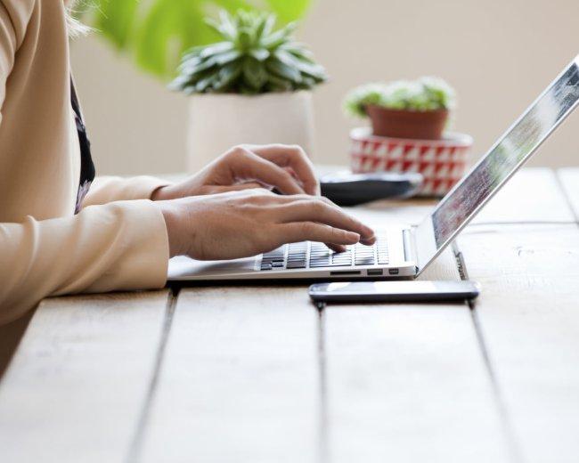 iStock_woman laptop_Medium