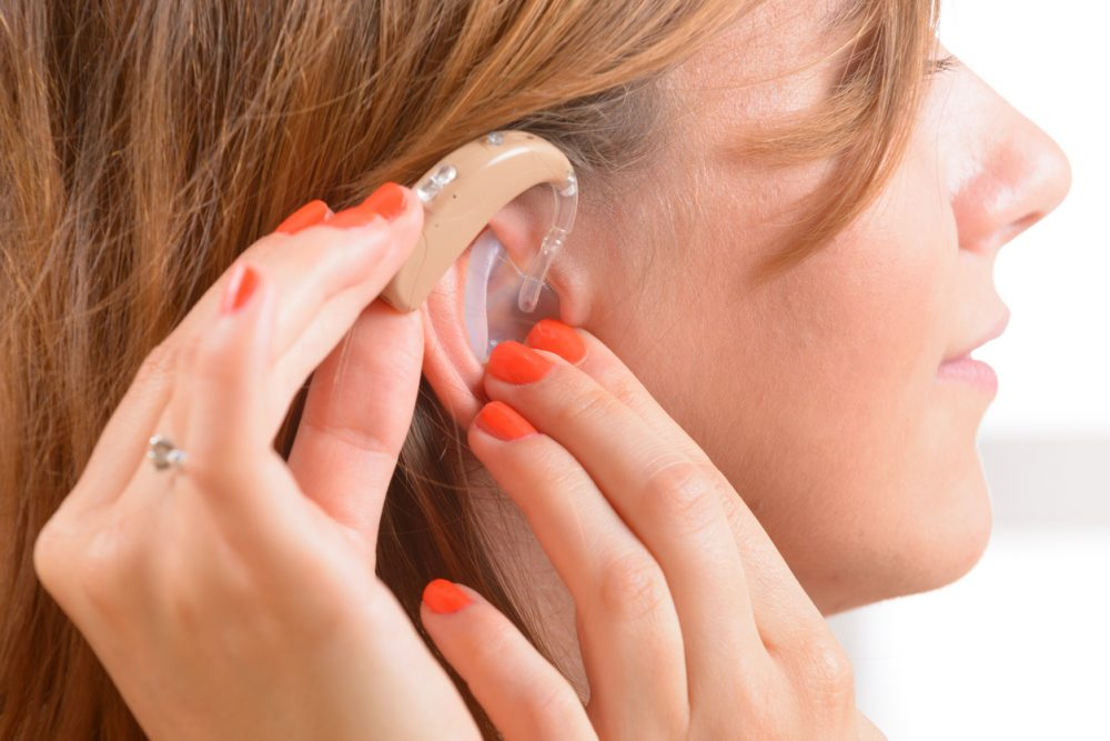 [عکس: woman-with-hearing-aid-e1511886700937.jpg]