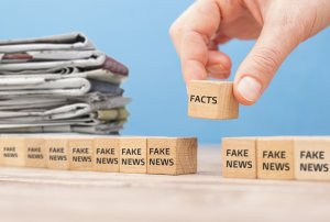 editor chooses fact news from fake news